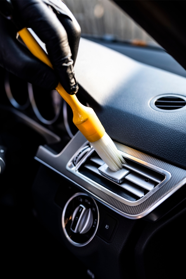 Brilliant car cleaning hacks-Easy way to clean vents