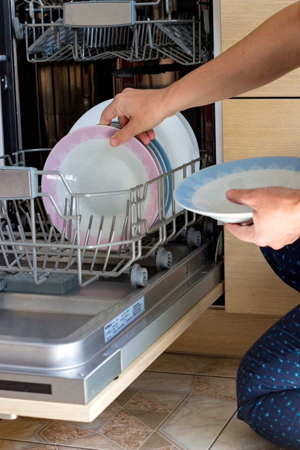 People with clean houses unload the dishwasher