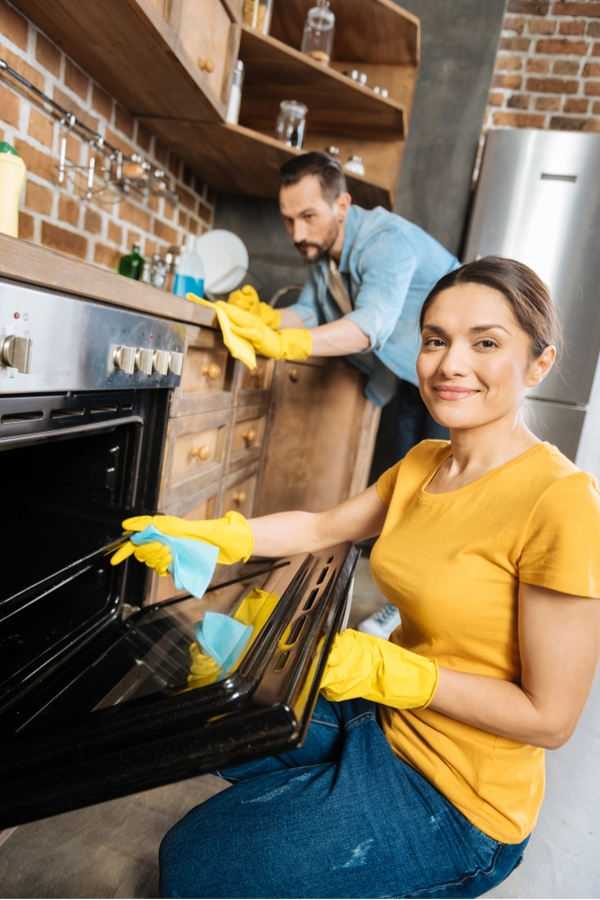 On the hunt for workable cleaning schedules that fit into your life? We've got you covered! We show you where to find exactly what you need. They might just change your life.