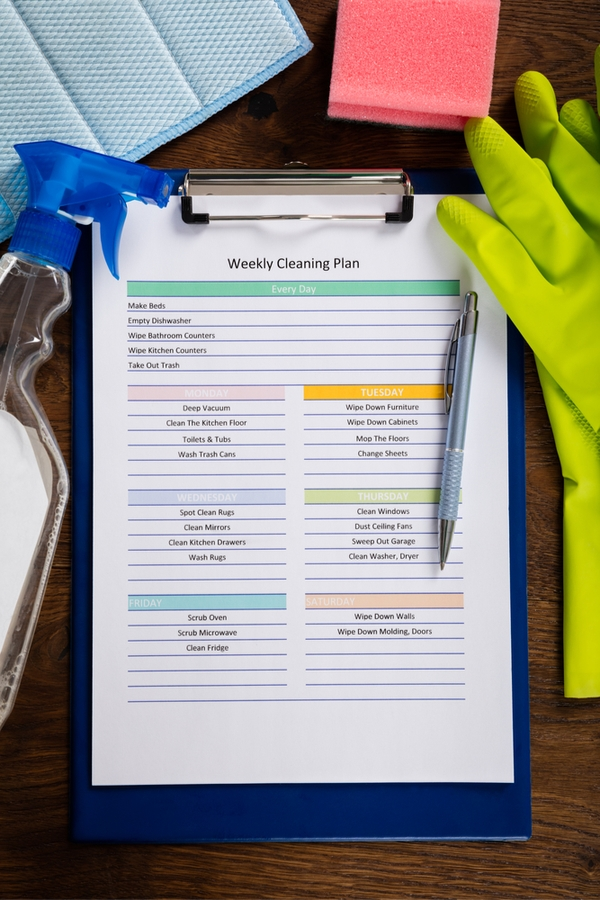 On the hunt for workable cleaning schedules that fit into your life? We've got you covered! We show you where to find exactly what you need.