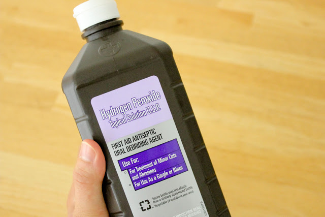 Hydrogen peroxide, how to use hydrogen peroxide, hydrogen peroxide hacks, popular pin, weird uses for hydrogen peroxide, cleaning hacks, easy cleaning tips. Ways to Use Hydrogen Peroxide