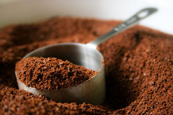 easy way to get rid of fridge odors using coffee grounds