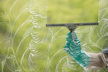 8 Essential Window Cleaning Tips5