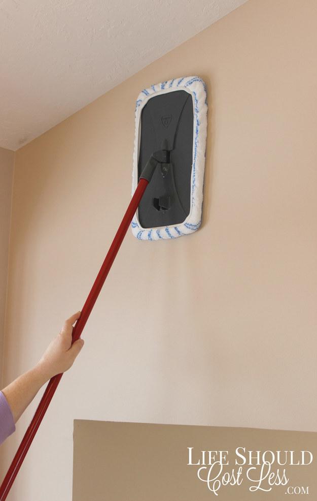 17-surprisingly-easy-ways-to-deep-clean-your-bathroom11