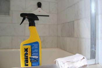17-surprisingly-easy-ways-to-deep-clean-your-bathroom2