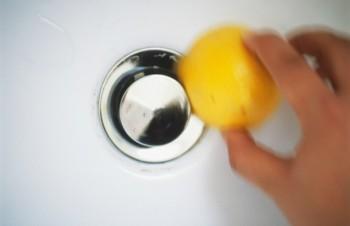 17-surprisingly-easy-ways-to-deep-clean-your-bathroom5