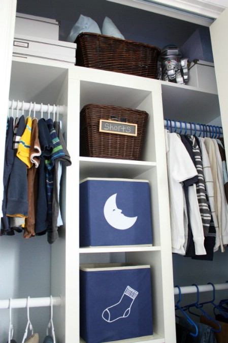 20-ways-to-reduce-clutter-with-tension-rods18