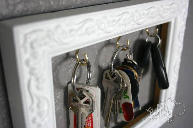 frame-a-place-to-hang-your-keys-cleaning-tips-organizing-repurposing-upcycling.1