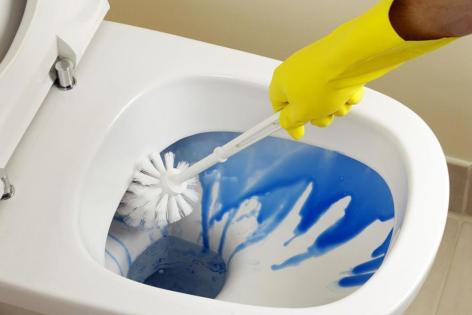 toilet-cleaning-resized-56a4e8415f9b58b7d0d9d649