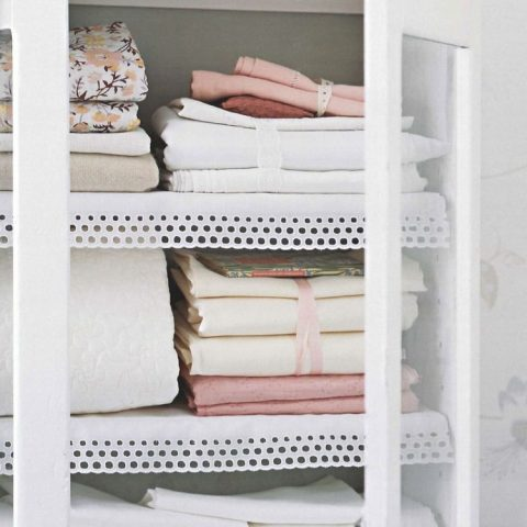 10 Awesome Ways to Completely Organize Your Linen Closet| Organize Your Linen Closet, How to Organize Your Linen Closet, Linen Closet Organization, Closet Organization, Home Organization Tips and Tricks