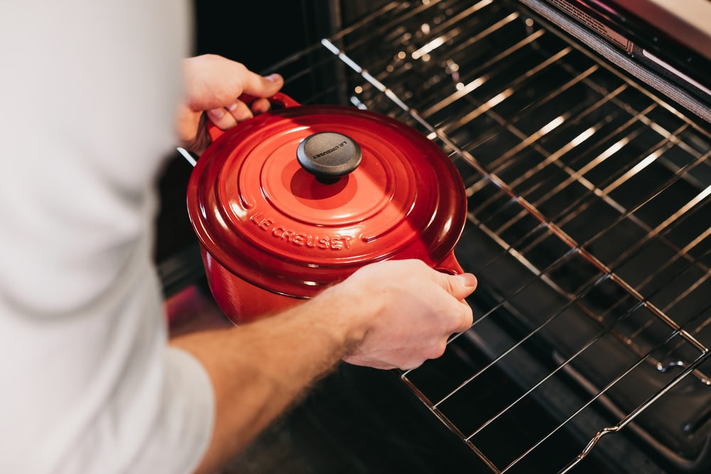 Steps to cleaning an oven with baking soda