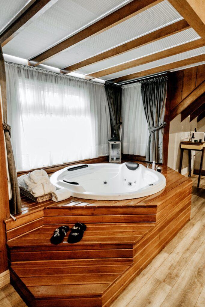 Clean bathtub while standing